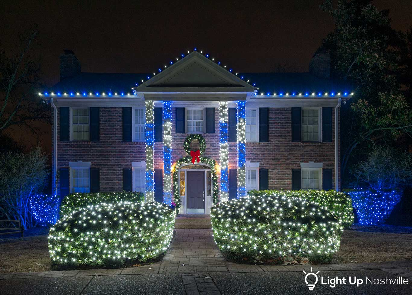 5 Reasons to Hire A Professional Holiday Lighting Service